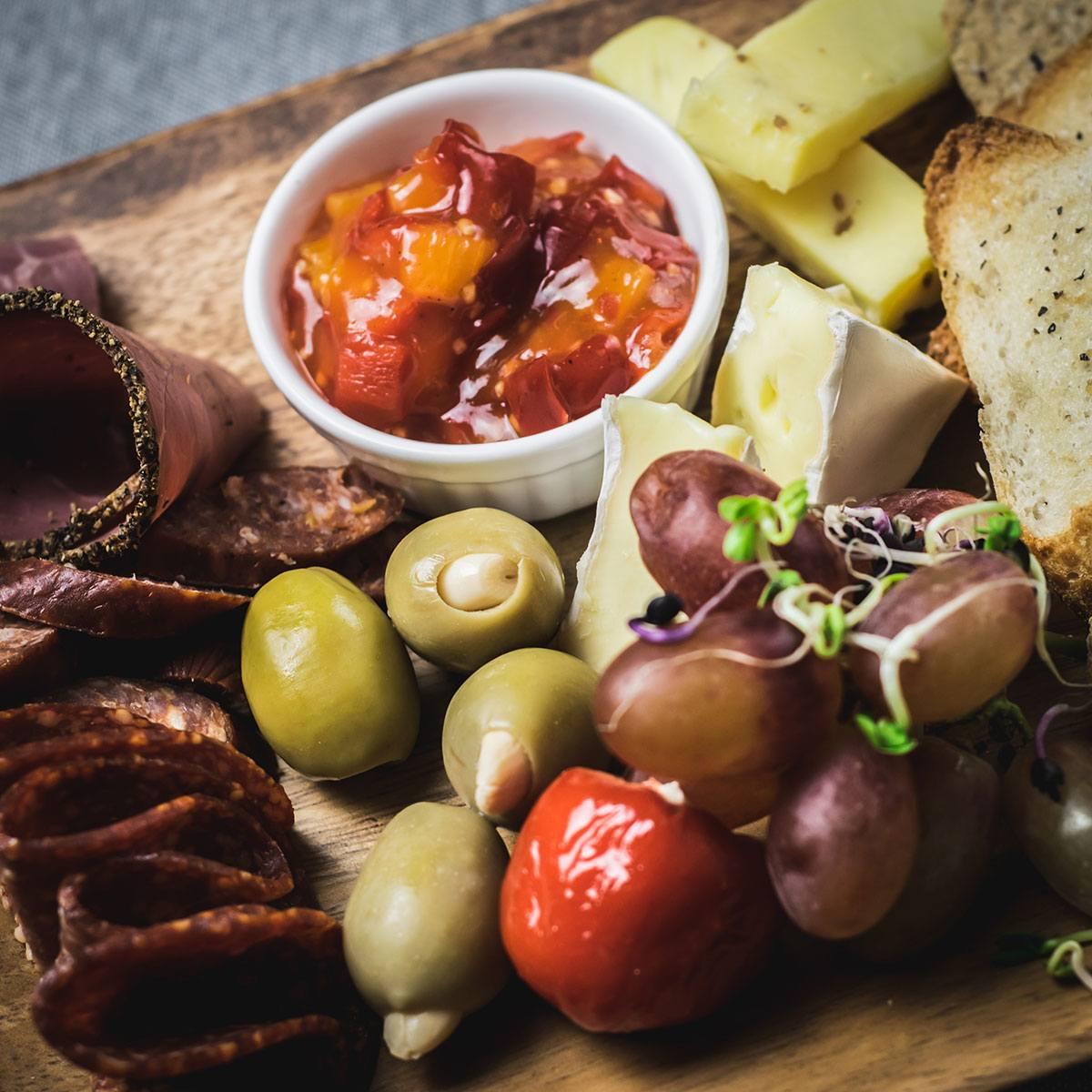 joes-eatery-food-sharing-cheeseboard